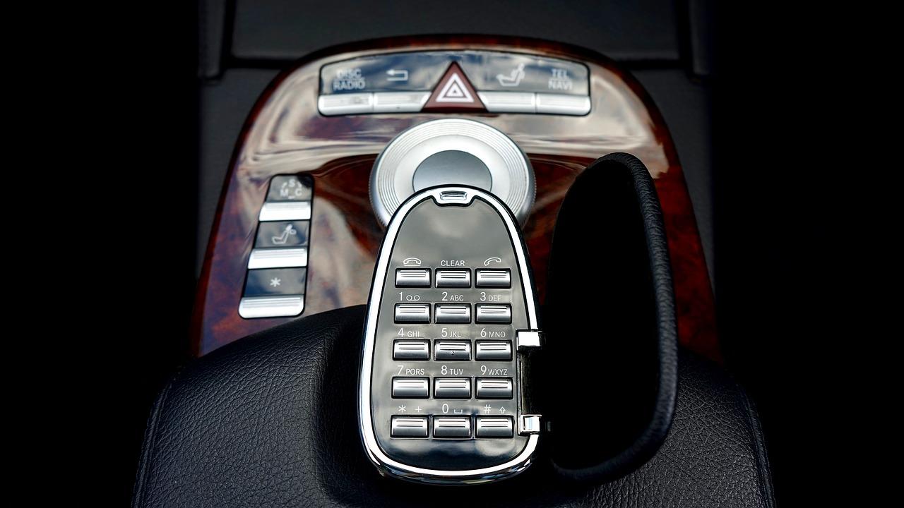 ビジネスフォンの代わりにアプリ通知という選択